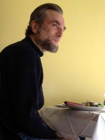 Daniel Day-Lewis Eats Lunch in Abraham Lincoln Makeup