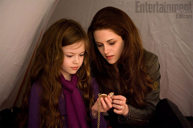 New Breaking Dawn Image Features Kristen Stewart and Renesmee
