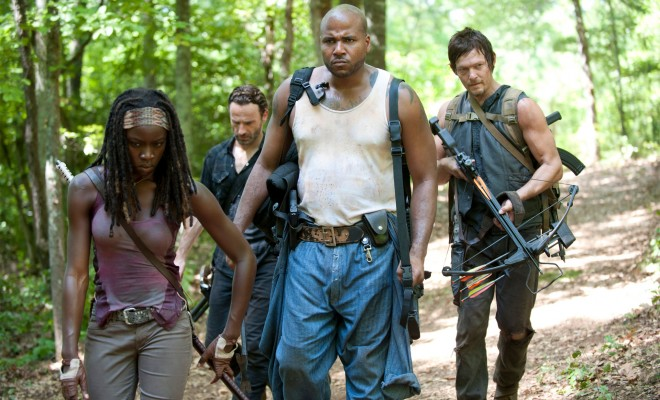 Two New The Walking Dead 'When the Dead Come Knocking' Images Form a Team
