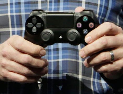 PS4 DualShock 4 and PS4 Eye Camera Specs and High-Res Images